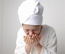 ぬるま湯で洗顔